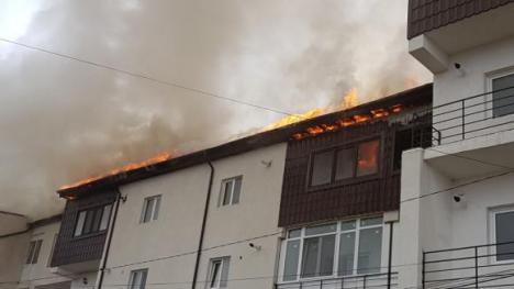 Trei blocuri, cuprinse de flăcări, lângă Bucureşti. În localitate există doar doi hidranţi (VIDEO)