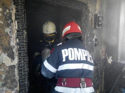 O bătrână din Bihor s-a ales cu arsuri pe mâini, după ce i-a luat foc casa