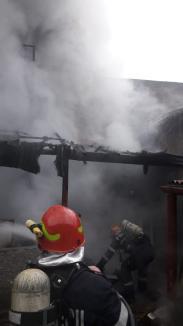 Incendiu în centrul Oradiei: O casă a luat foc, pe strada Ady Endre (FOTO)