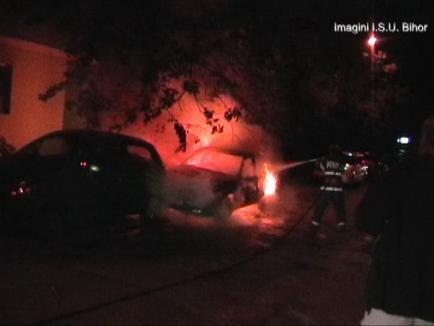 Trei maşini au luat foc, în Oradea, din cauza unui scurtcircuit