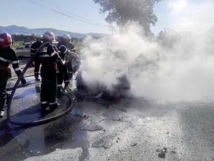 Mercedes în flăcări, pe DN 1, în Borozel (FOTO)