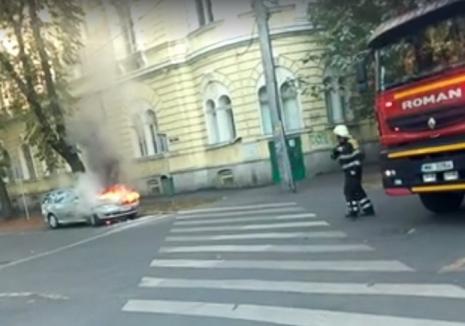 O maşină a luat foc, lângă Bridge (VIDEO)