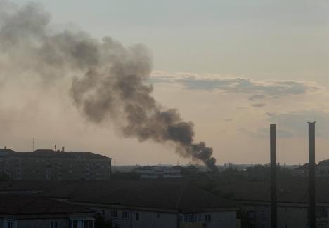 Incendiu în Oradea, la o remorcă dezafectată şi transformată în adăpost. O persoană s-a ales cu arsuri(VIDEO)
