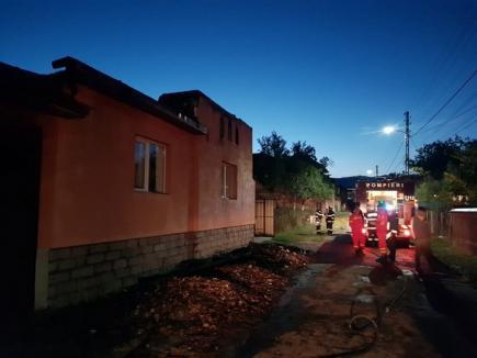 Incendiu în Bihor: O locuinţă şi o anexă au fost devastate, în noapte, de flăcări (FOTO / VIDEO)