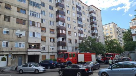 Incendiu într-un bloc cu 8 etaje din Oradea. Focul a izbucnit într-o bucătărie amenajată într-un balcon