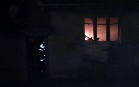 Bărbat rănit, după ce focul i-a cuprins casa în timpul nopţii