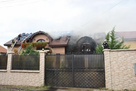 Incendiu violent la o casă din Sântandrei! (FOTO / VIDEO)