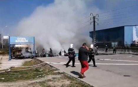 Incendiu lângă fabricile fraţilor Micula: Un magazin de pe proprietatea companiei a fost făcut scrum (VIDEO)