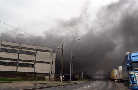 Incendiul de la fabrica UAMT, provocat de o defecţiune la reţeaua electrică