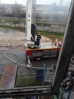 Producţia la UAMT a fost reluată, dar cauzele incendiului nu se cunosc încă. APM: Calitatea aerului nu a fost afectată (FOTO)