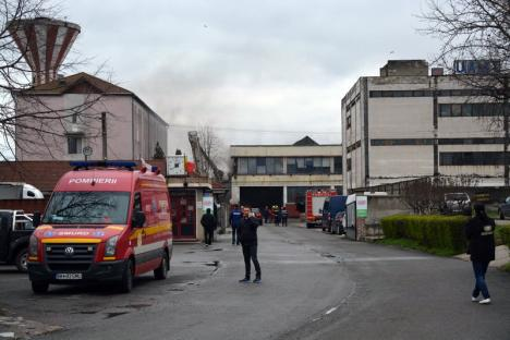 Incendiu la UAMT: Zona este împânzită de fum dens şi înecăcios, circulaţia e oprită pe strada Uzinelor (FOTO / VIDEO)