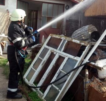Salonta: Bărbat rănit în timp ce încerca să stingă incendiul care i-a cuprins un coteţ cu păsări