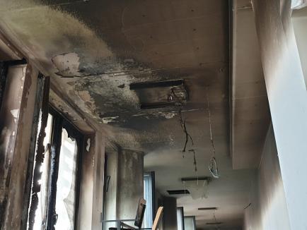 Incendiu la Universitatea din Oradea. Două etaje inundate cu fum (FOTO / VIDEO)