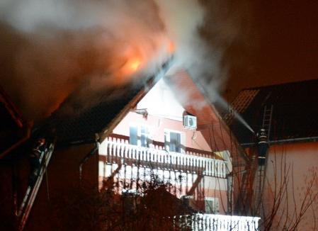 Vilă de lângă Marghita, cuprinsă de flăcări din cauza unui cablu electric defect