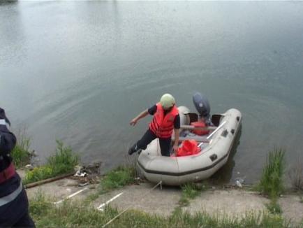 Tânăr de 27 de ani, găsit mort într-un canal colector