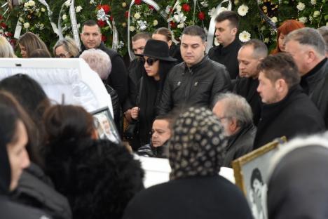 Cântec pentru Strugurel: Povestea faimosului cântăreț din Oradea care i-a adunat la înmormântare pe greii muzicii lăutărești (FOTO/VIDEO)