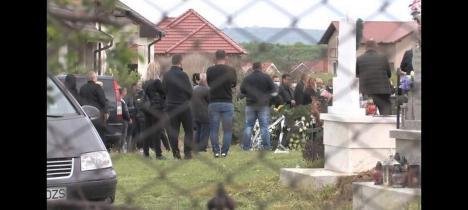 Final cu scandal: Zeci de persoane, inclusiv magistraţi, la înmormântarea fratelui șefului Parchetului de pe lângă Tribunalul Bihor, Alin Leucea (FOTO)