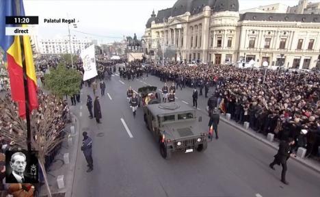 Funeraliile Regelui Mihai I: Românii se despart de rege cu lacrimi, flori şi aplauze (VIDEO LIVE)