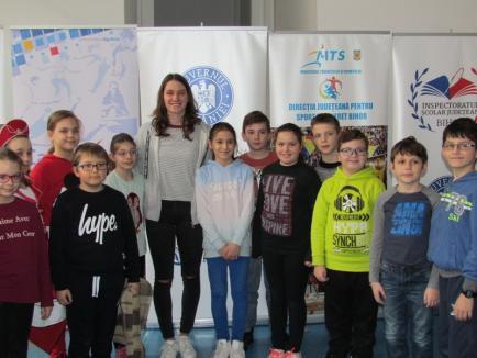 Campioana Huszar Ingrid, în mijlocul elevilor de la Şcoala Gimnazială 'Szacsvay Imre' (FOTO)