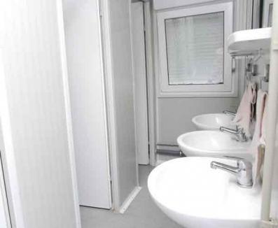 Un agent de pază a furat WC-ul şi pisoarul pe care le păzea