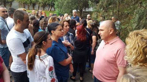Angajaţii UPU - SMURD, deciși să demisioneze.Bolojan: 'Se va vedea dacă sunteți o echipă sau niște mercenari!' (FOTO / VIDEO)