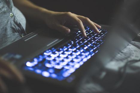 Austriecii vor interzice postările anonime pe internet