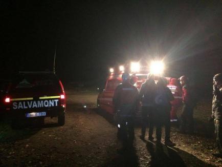 Intervenţie dificilă a Salvamont Bihor: Un adolescent de 16 ani aflat în excursie cu clasa s-a rănit la picior în Vadu Crișului (FOTO)