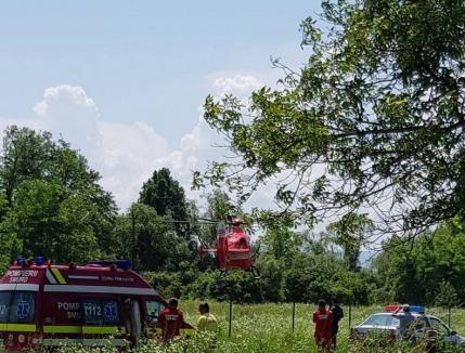 Accident cumplit la Josani, în Bihor: Un bărbat a fost călcat de tractor, fiind preluat de elicopterul SMURD (FOTO)