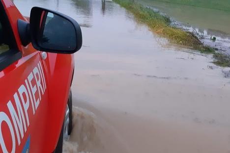 Cod galben de viituri rapide şi posibile inundaţii locale, pe Crişul Negru, în Bihor