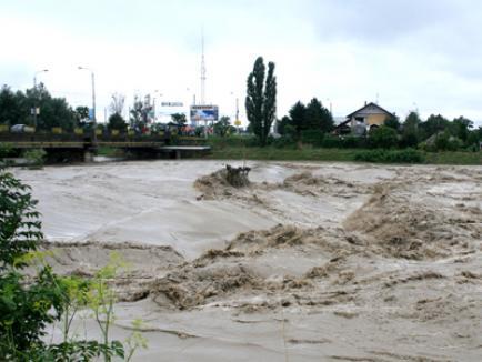 Pericol de inundaţii!