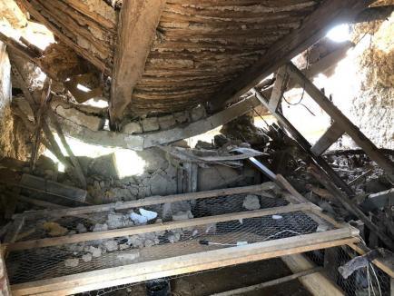Pompierii au salvat 25 de bihoreni aflaţi în pericol din cauza inundaţiilor. O casă a fost distrusă (FOTO)