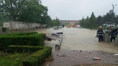 Potop pe litoral: Zeci de străzi şi case, inundate în Constanţa (FOTO/VIDEO)