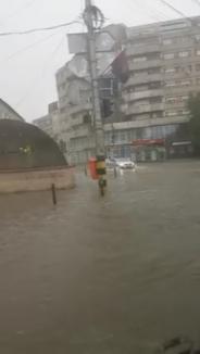 Cod portocaliu de furtună, inclusiv în Oradea: Mai multe străzi au fost inundate (FOTO)