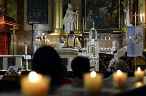 Sărbători binecuvântate! Credincioşii romano-catolici celebrează Sfintele Paşti