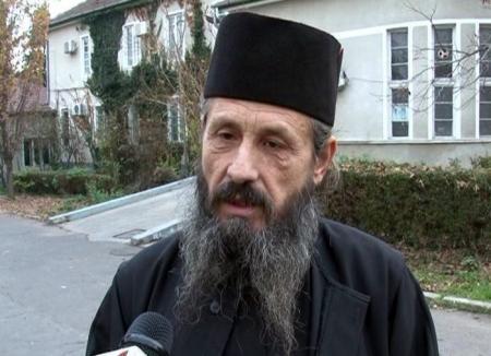 Popa kung-fu: Călugărul Ioachim, prigonit de Sofronie în urmă cu 5 ani, a încasat o nouă bătaie sănătoasă