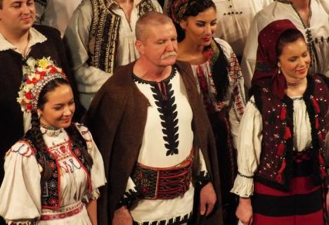 Ioan Bocşa va colinda la Teatrul Regina Maria, alături de Ansamblul Icoane. Biletele costă între 10 şi 25 de lei