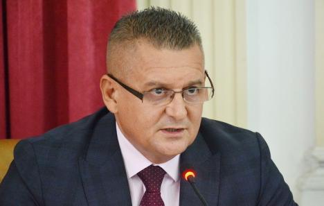 Video inedit: Prefectul Ioan Mihaiu îi îndeamnă pe bihorenii din diaspora să se înscrie pe platforma dedicată votului în străinătate (VIDEO)