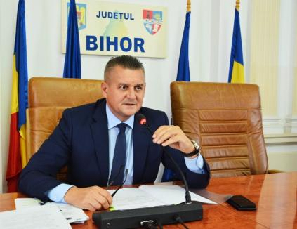Prefectul Ioan Mihaiu a atacat la Tribunal regulamentul Primăriei privind atestarea administratorilor de asociaţii din Oradea