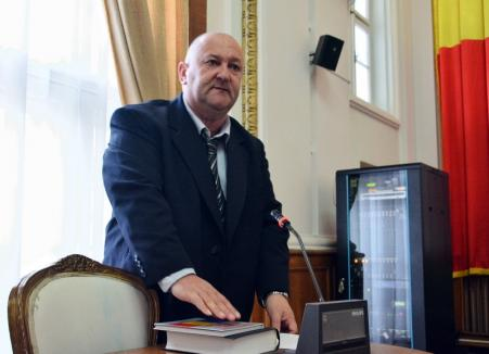 'Jur să respect Constituţia!' Liberalul Ioan Tau a depus jurământul de consilier local