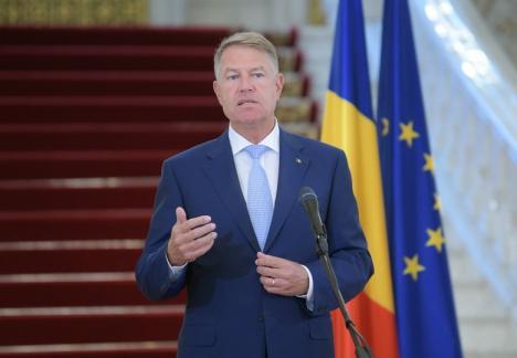 Klaus Iohannis: PSD tergiversează legea carantinei şi ar putea fi răspunzător pentru zeci sau sute de morţi