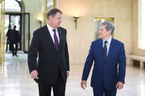 Mesajul lui Dacian Cioloş, despre 'capcana' pe care i-ar fi întins-o Iohannis: 'Principala greşeală a politicienilor este că au crezut mereu că totul este despre ei'