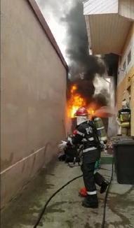 Incendiu violent în Oradea: A luat foc un rezervor cu păcură, aflat între două clădiri de pe strada Ion Vidu (FOTO/VIDEO)