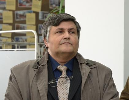 Sindicat de jucărie: Din cauza nevestei, Gheorghe Ionescu a cerut şi obţinut ieşirea universitarilor orădeni din Alma Mater