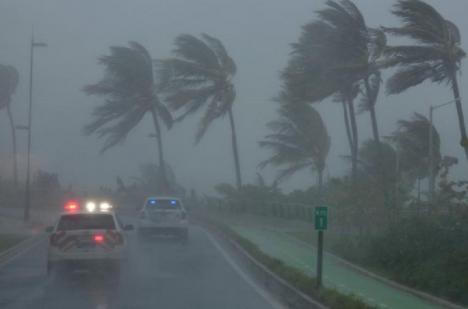 Uraganul Irma loveşte duminică din plin Florida. Aproape 7 milioane de oameni au primit ordin de evacuare