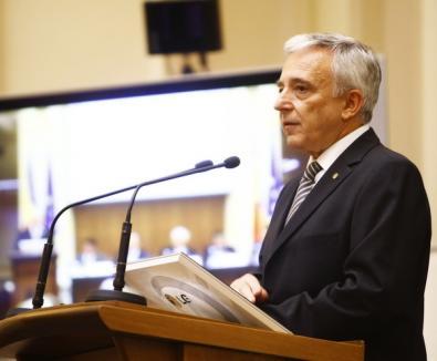 Mugur Isărescu devine Doctor Honoris Causa al Universităţii din Oradea