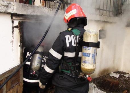 Schelet uman descoperit de pompierii orădeni într-un subsol cuprins de flăcări