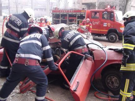 Orădenii sunt chemaţi să înveţe cum pot acorda primul ajutor victimelor accidentelor rutiere