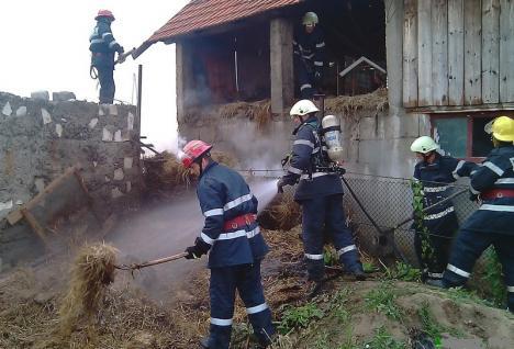 Mână criminală: Incendiu violent într-o gospodărie din satul Poşoloaca, provocat intenţionat