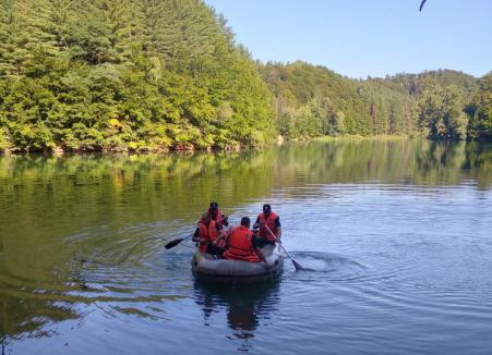 Bărbat înecat în Lacul Vida din Bihor. A căzut dintr-o barcă (VIDEO)