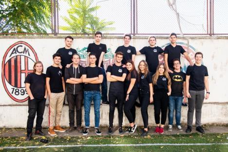 Creatorii viitorului: Grupuri de adolescenţi din Oradea învaţă să creeze jocuri și site-uri web și construiesc roboți și sateliți (FOTO)